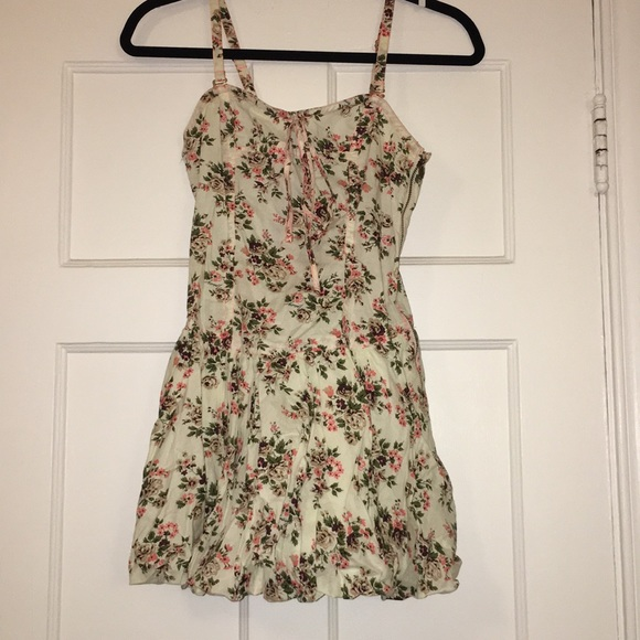 Tracy Feith Dresses & Skirts - Tracey Feith Juniors floral print sundress